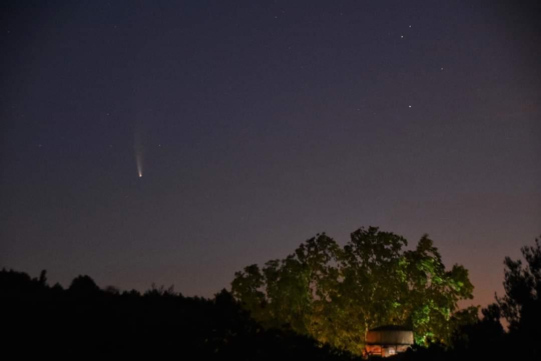 Cometa #NEOWISE, aunque empieza a alejarse del Sol se le ve bastante activo  #Vilanovadescornalbou #cielosESA #324eltemps @AstroAventura @El_Universo_Hoy  @astroprades @maiz_julio @AstronomiaRivas @DubnHG1 @astrosabadell https://t.co/u2FNLmycXv