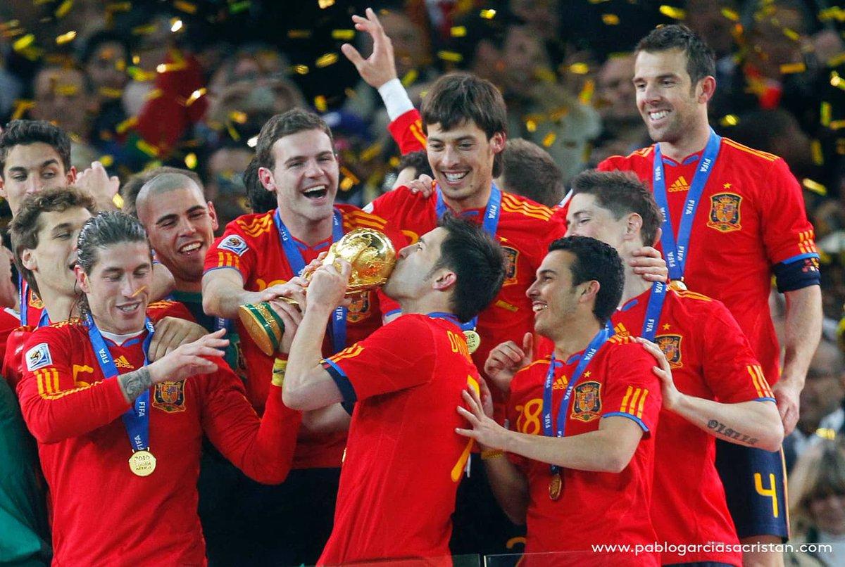 Feliz décimo aniversario de una alegría eterna 🏆🥇⚽♥ #campeonesdelmundo #worldcup2010 📸 @pablogsacristan https://t.co/2f9ntrOl62