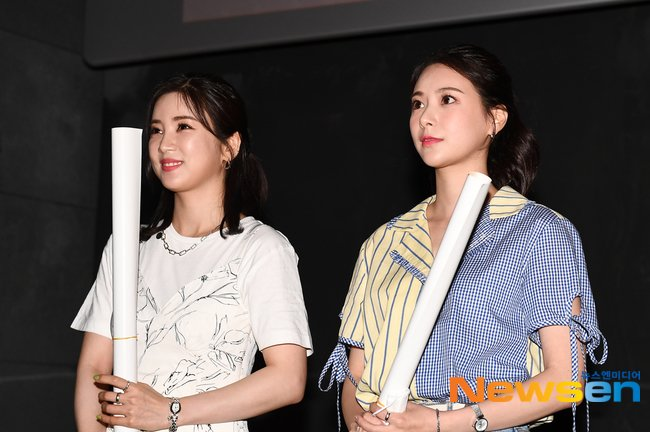 📸 Apink Park Chorong and Kim Da Ye at the stage greeting for movie Road Family 🌟 @Apink_2011