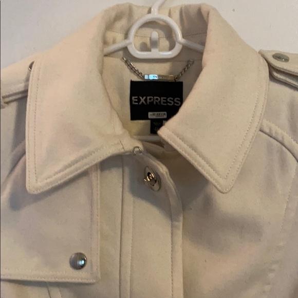 So good I had to share! Check out all the items I'm loving on @Poshmarkapp #poshmark #fashion #style #shopmycloset #express #bananarepublic #arrow: https://t.co/IpMjNFYOjI https://t.co/vgIMOUv0wN