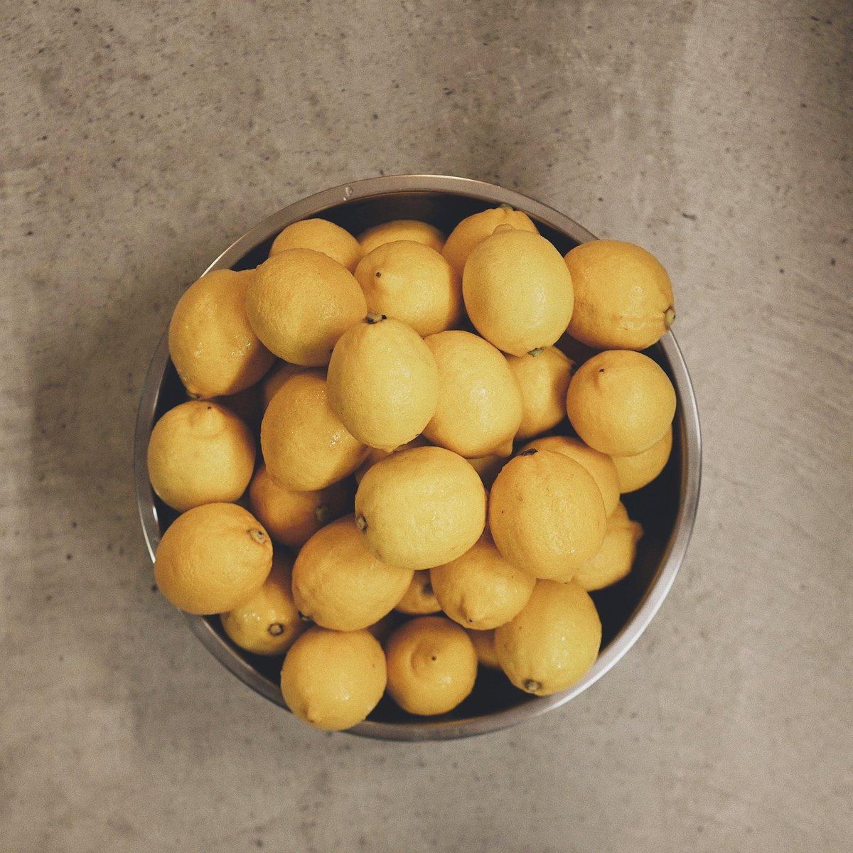 愛媛県大三島よりレモンが届きました!オープンに向けてフレッシュなレモンシロップたくさん作ります¨̮