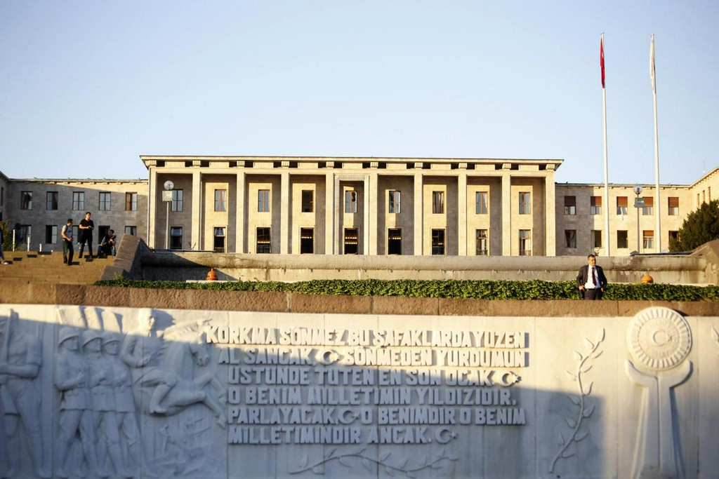 Turkish parliament passes disputed bar associations law