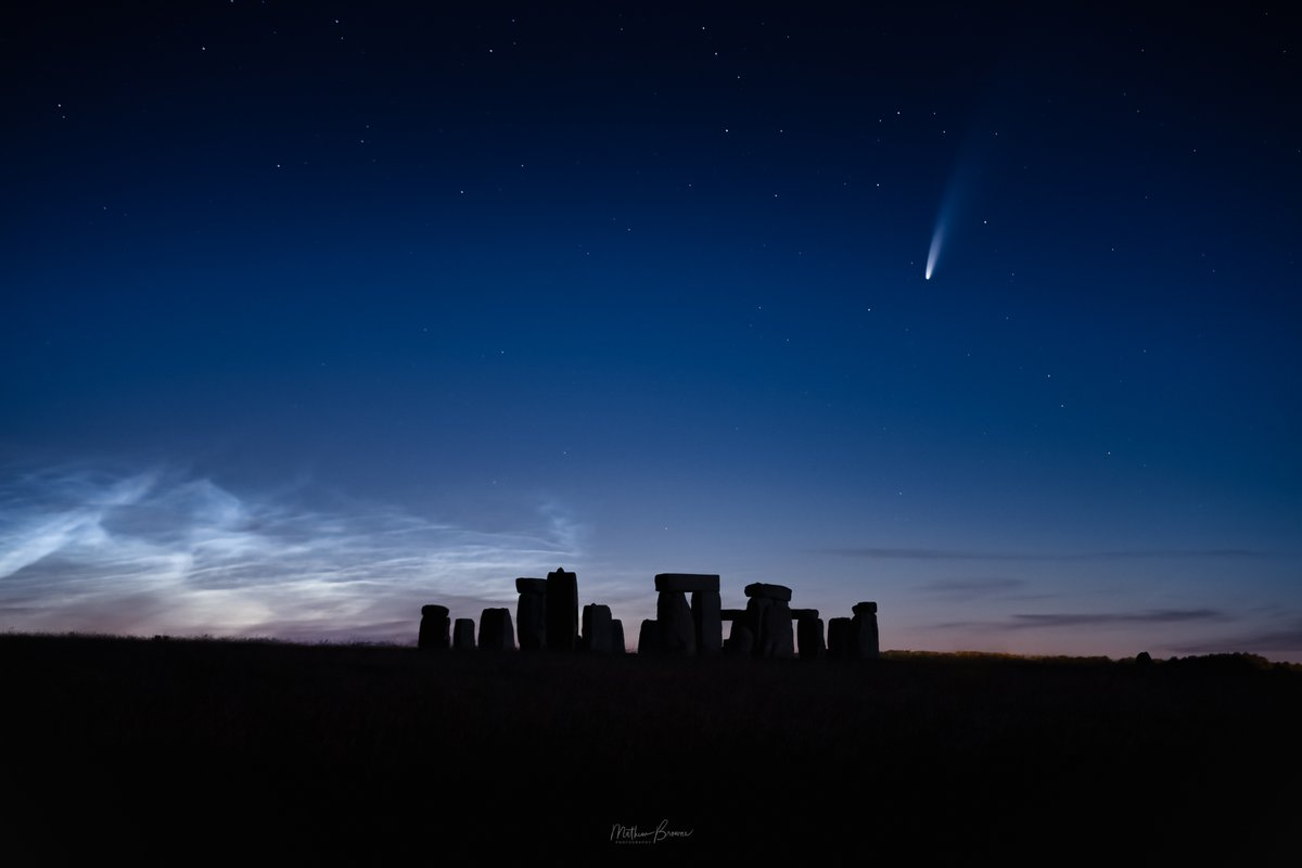 Just a few hours ago I saw this incredible sight - Stonehenge with the comet Neowise above and noctilucent clouds rippling behind. Worth the 5 hour roundtrip to capture this once in a lifetime image  #cometNEOWISE #thephotohour #NLCnow @virtualastro @ProfBrianCox @BBCStargazing https://t.co/0xNn12aVqP