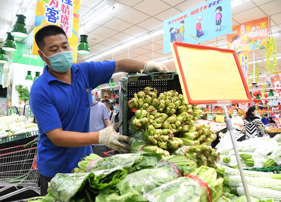 #China will continue to strengthen environmental sanitation management and health screening in farmers' markets. 363 new local confirmed #COVID19 cases had been reported since the latest outbreak over the past month, accounting for 68% of the country's total new cases: official https://t.co/G3ixI6T9vM