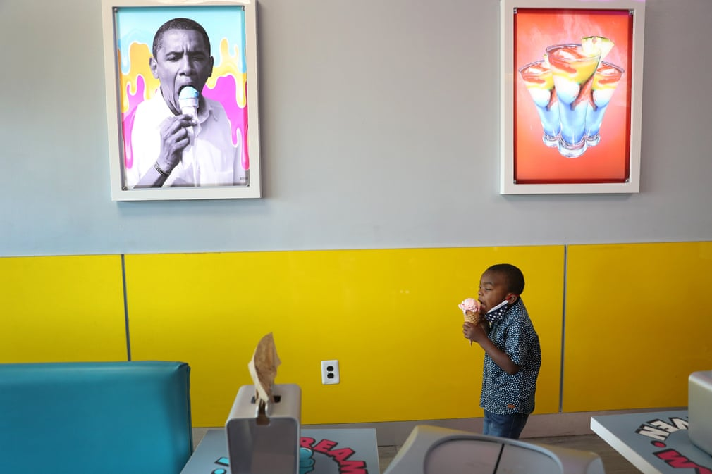 Florida, US 4-year-old Charistan Hood eats an ice cream near a picture of former President Barack Obama at the Ice Cream Heaven store in Miami Gardens on #BlackoutDay Photograph: Joe Raedle/Getty Images https://t.co/z94IwdNzL3