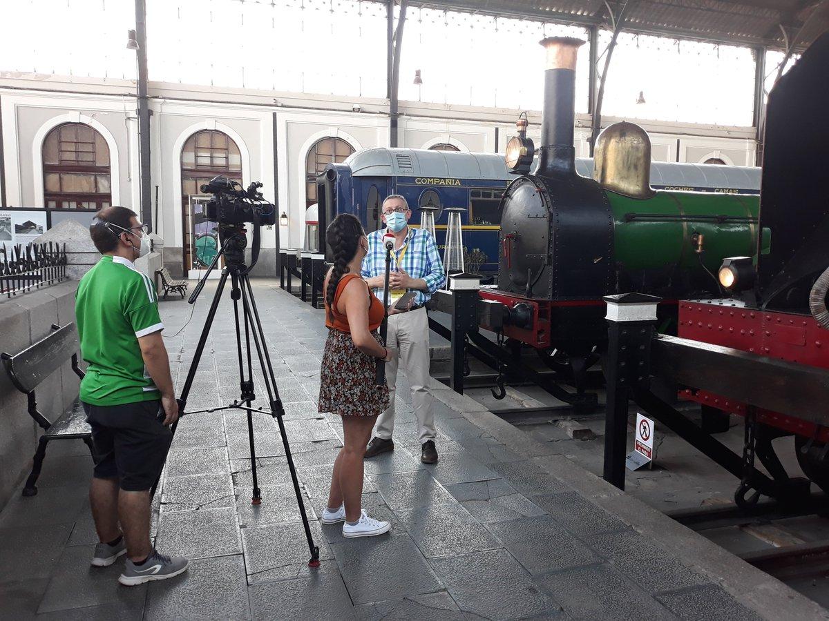 El @M_Ferrocarril reanuda la marcha tras el #confinamiento. ¡Muchos visitantes el día de su reapertura! También las cámaras de televisión se han acercado para conocer más detalles con el director del museo @FPolomuriel https://t.co/KAZpCxmj8J