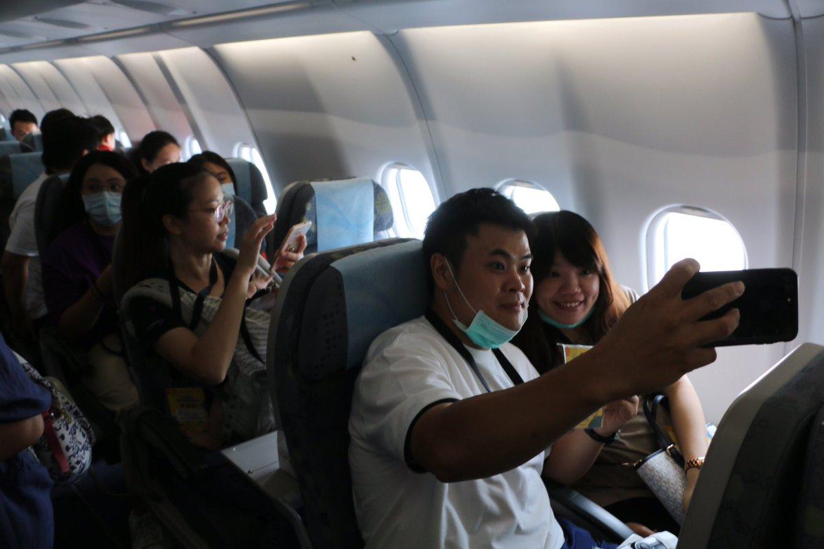 台湾の空港が開いた「なんちゃって海外旅行」のイベントには、日本の中部空港の関係者も視察に来ていました。コロナ禍の空港活性化策として広がるかも。写真の搭乗券も用意され本格的です→/空っぽのトランク手に空港へ 台湾でバーチャル海外旅行:朝日新聞デジタル