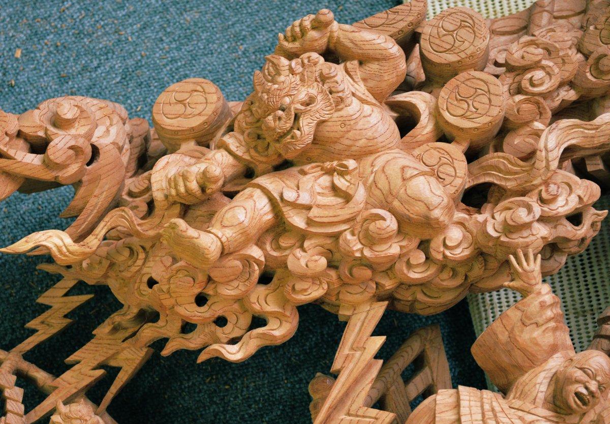 素削り段階と刻み終わり(着色前)  この顔などの刻みの良し悪しで彫物の出来上がりに差がでます。  #木彫 #木彫り #彫刻 #地車 #だんじり #社寺 #寺社仏閣 #woodwork #鳳 #長承寺 #woodart  #記念品 #贈答品 #贈り物 #woodcarving #大阪 #JAPAN https://t.co/zdbiaKurPS