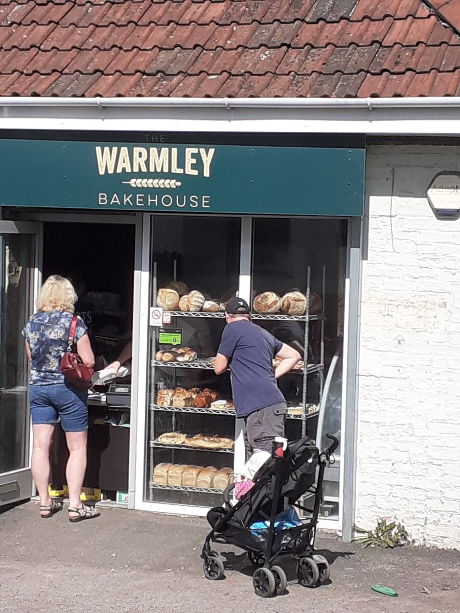 Queueing in the sunshine @TheWarmley. Breakfast time!!