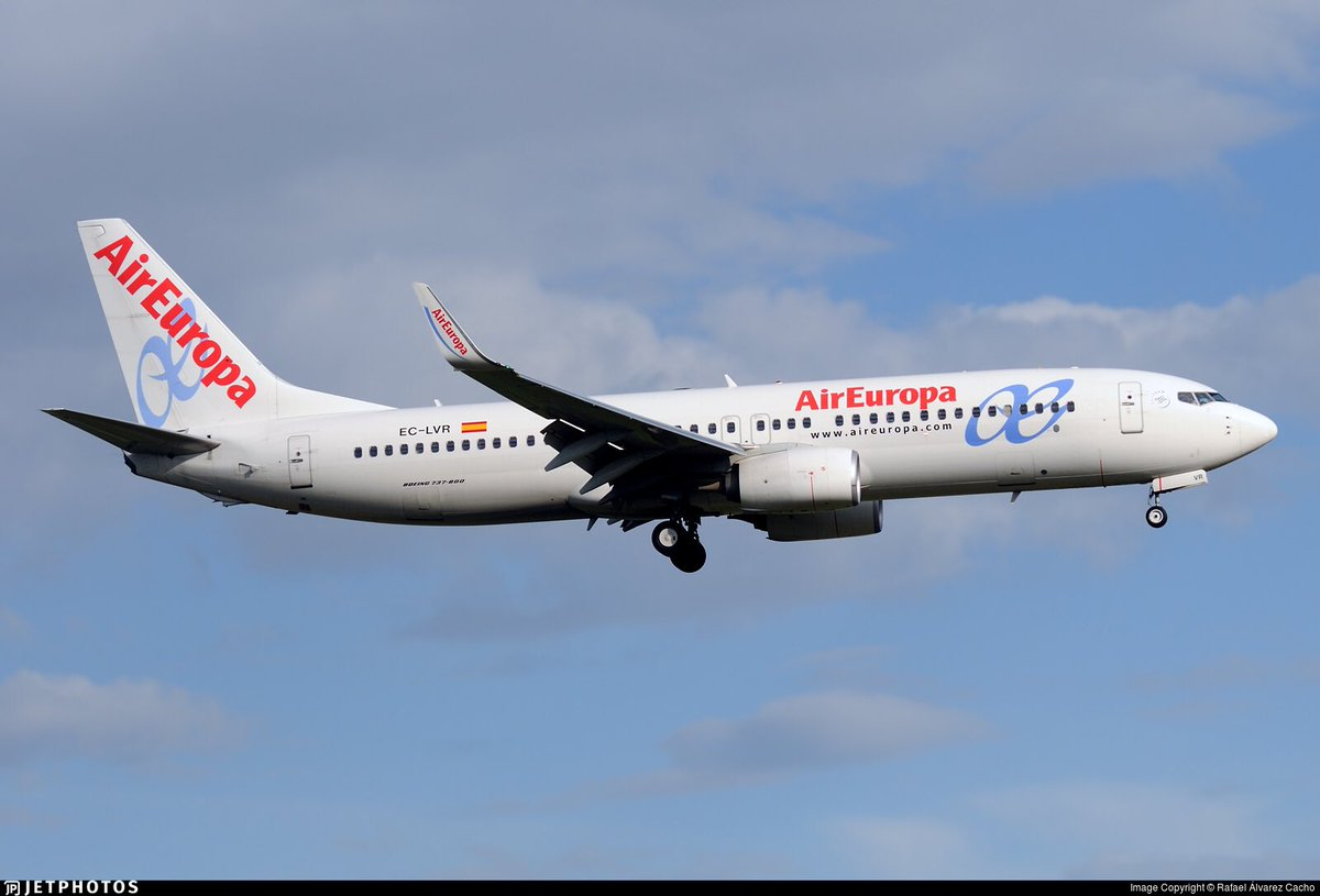 El @FCBarcelona_es a punto de aterrizar en @AeropuertoVll para enfrentarse esta tarde al @realvalladolid en partido de @LaLiga con @BoeingAirplanes B737-8 @AirEuropa EC-LVR #vamosmipucela #pucela #realvalladolid #RealValladolidBarça