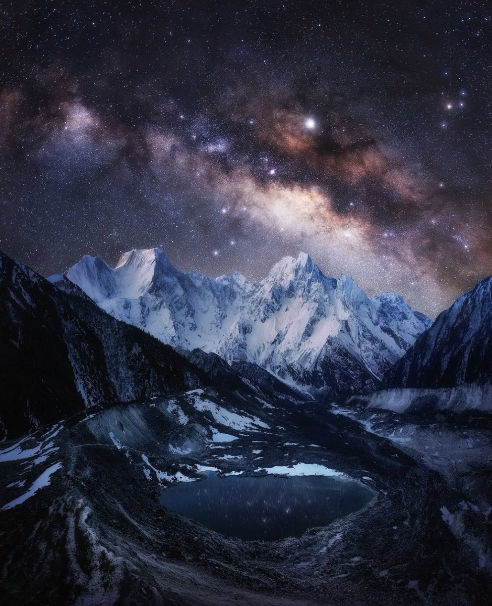 La Vía Láctea sobre el Himalaya   -Tomas Havel https://t.co/PIpENqEFSI
