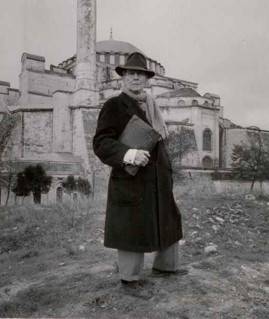 """هذا هو الأميركي (توماس ويتيمور) الذي أقنع #أتاتورك بتحويل #آيا_صوفيا متحفا بعد أن كانت مسجدا ٤٨٠ عاما. وقد تعجب ويتيمور من سهولة المهمة، فكتب: """"كانت آيا صوفيا مسجدا يوم حديثي معه، وحين زرتُ المسجد صبيحة اليوم التالي وجدتُ على بابه إعلانا بخط أتاتورك يقول: (المتحف مغلق للصيانة""""!! https://t.co/nK8rt8umw9"""