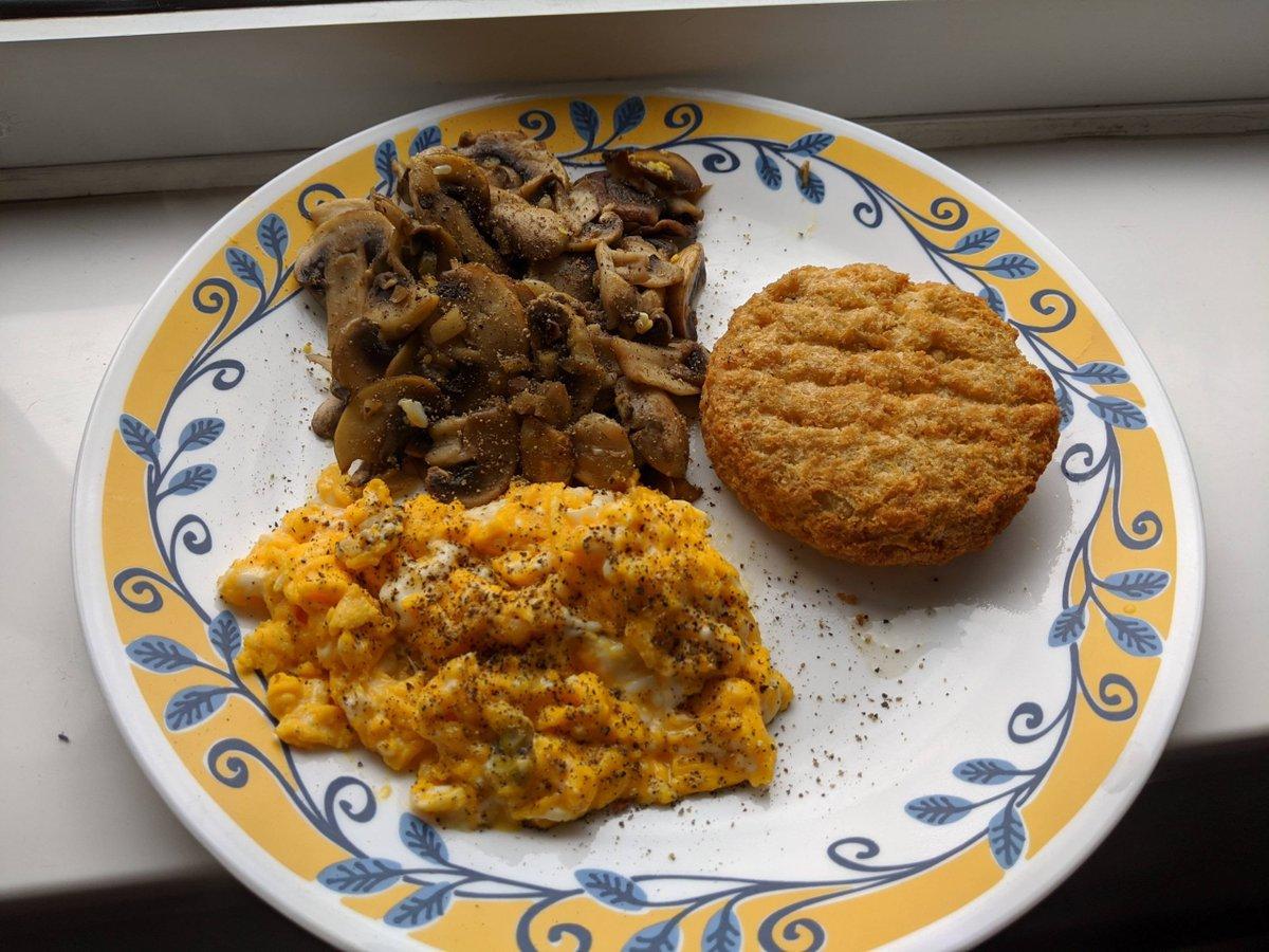 Garlic mushrooms, scrambled eggs, fish cake, 430 calories including oil for frying mushrooms :)    #1200Kcals #1200KcalsADay #1200KcalsPerDay #1200Kilocalorie #1200KilocalorieADay #1200KilocaloriePerDay   https://www.diningandcooking.com/114364/garlic-mushrooms-scrambled-eggs-fish-cake-430-calories-including-oil-for-frying-mushrooms/…pic.twitter.com/1yh1GSXiH0