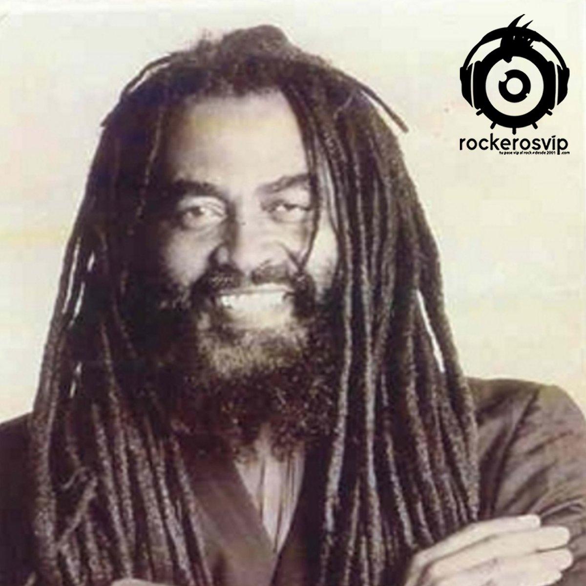 11 de julio de 1947, nace en Kingston, Jamaica, el cantante y compositor de reggae, John Holt, fue miembro del grupo The Paragons, compuso el tema The Tide Is High que hiciera luego famoso Blondie. Murió el 19 de octubre de 2014 a los 67 años en Londres. pic.twitter.com/faLnAeX0x5
