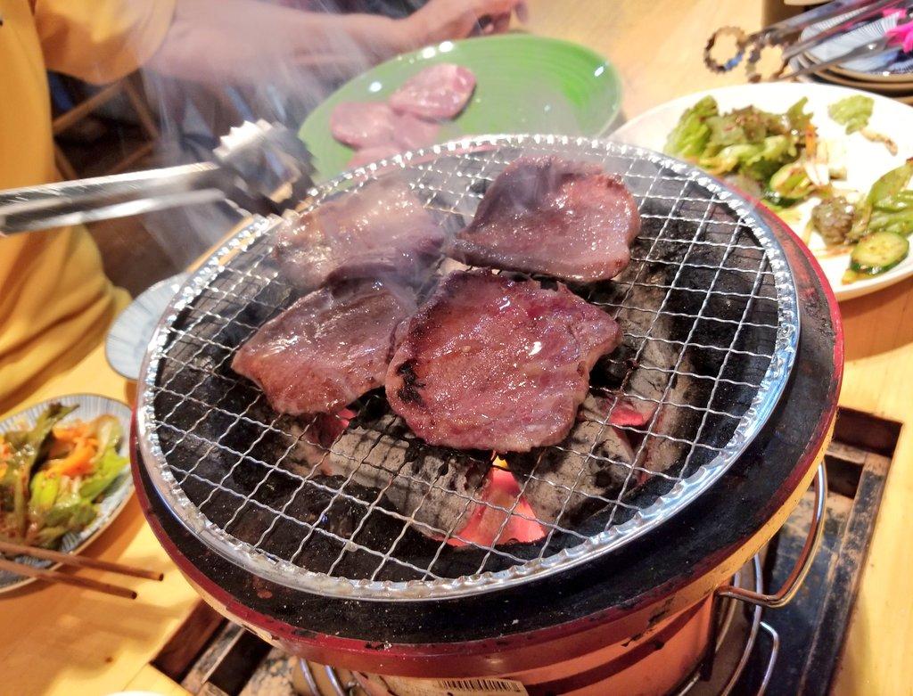 今日は、 父の誕生日食事会でした😋🍴🎉  横浜市中区福富町 焼き肉「たん菜房」  全てが高級ステーキランクの お肉ばかり🥩✨ それでいて、分厚い~😍  病気やケガに気を付けて、 笑顔で元気に過ごしてね~🙋💕  #誕生日おめでとう #父 #ありがとう #焼肉 #家族 #たん菜房 #横浜市 https://t.co/2TIztxECZu