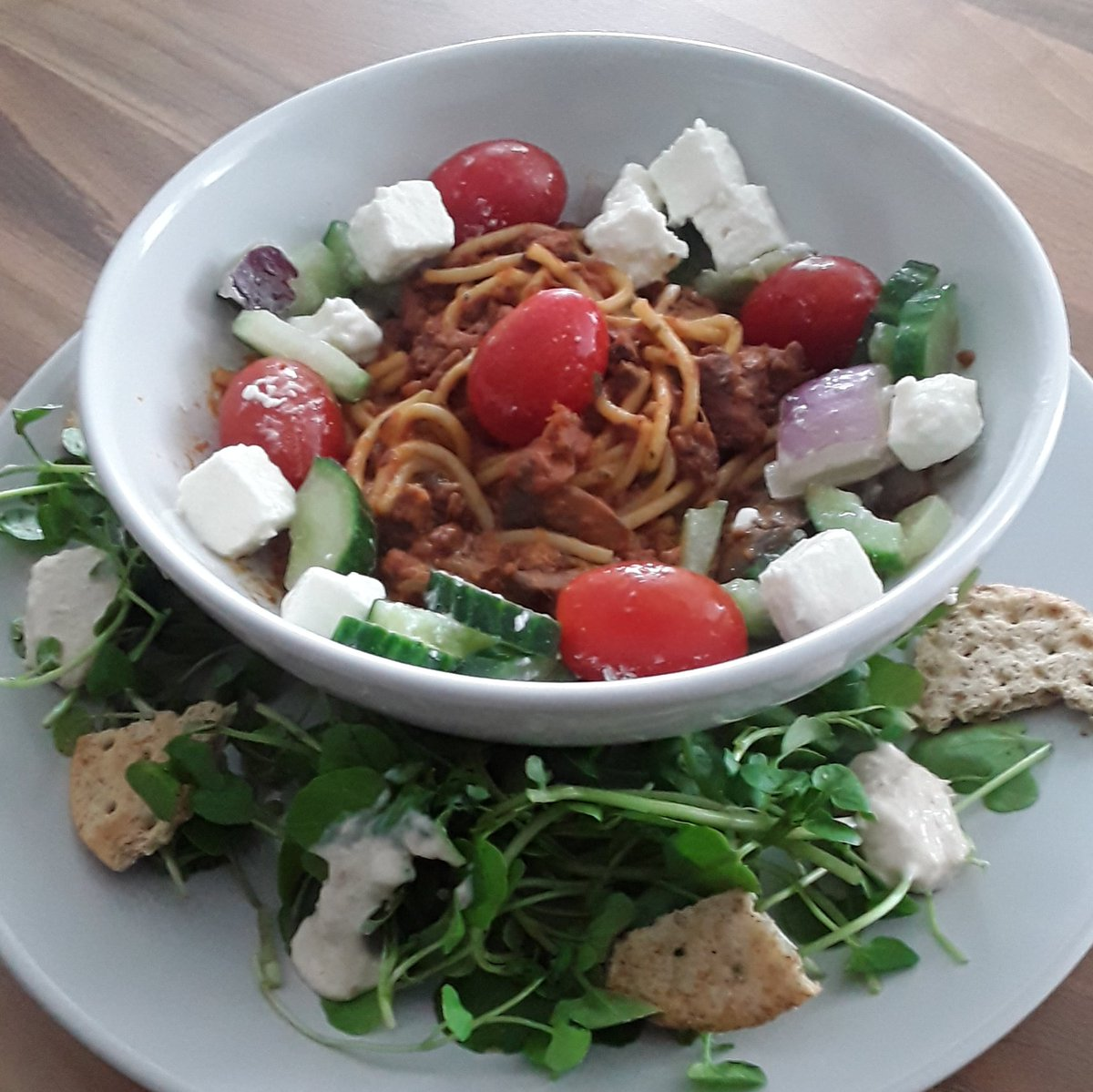 With absence of #restaurants but advent of #kitchen decided to put #culinary skills to use.#Lunch: #PlantKitchen #vegan #SpaghettiBolognese, Greek Salad, Horseradish, #Fresh Watercress, & poppy seed crackers. Thanks to @marksandspencer for ingredients. #LetsGuide #UniquelyLondon