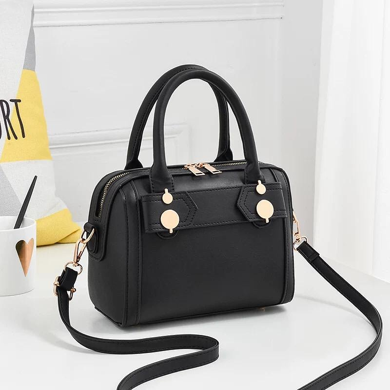 Available Bags for R280.00  Also available in Yellow.  #myfirstsalary #purposedriven #WomenOfCourage #entanglement #ولهان #fashionblogger #FolloForFolloBack #KeaDrive #FridayFeelingpic.twitter.com/wXqM1fKeJe