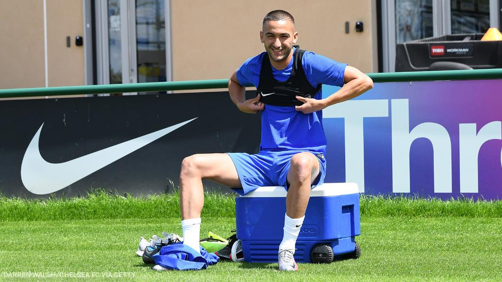 Hakim Ziyech completes his first training session as a Chelsea player ✅ https://t.co/KGCXmovjcT