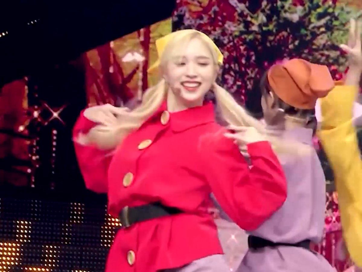 Cant stop thinking about Minas big smile when she was dancing in her dwarf costume 😁