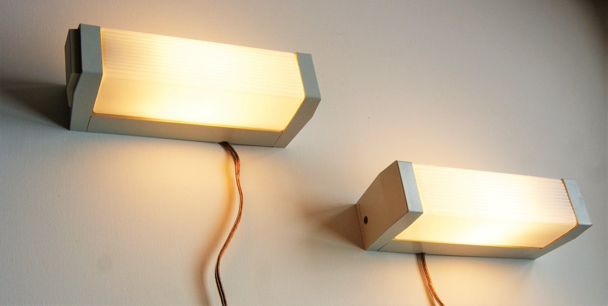 Pair of vintage light panels with plastic cabinet and opaline glass from Hoffmeister Germany approx. 1960s. - with a nice big switch on the side. Weekly auctions from one dollar #vintage #vintageforsale #InteriorDecor #walllamps #industrialdesign https://www.catawiki.dk/u/8877461-user-43aa86a…pic.twitter.com/gz3icAfoAo