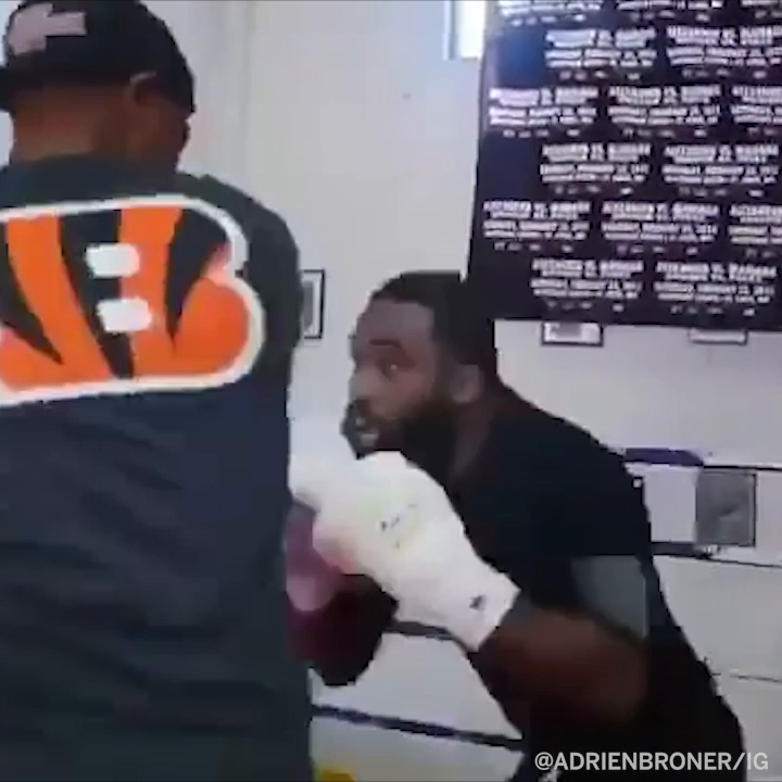 """.@AdrienBroner's hands look pretty good for somebody who says he's """"just a rapper"""" now 👀 https://t.co/6HvEXyeOhk"""