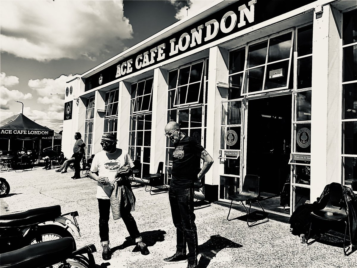 Best thing about @acecafelondon is the clientele, strangers sparking up a conversation. #acecafe #bikers #Monochromepic.twitter.com/l4uqZtj0jx