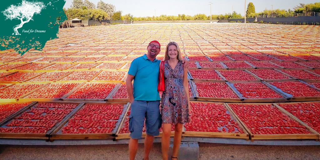 Eine Fläche sonnengetrockneter apulischer Tomaten. Leider erlaubt die Technologie nicht, das Parfüm zu übermitteln.  Leidenschaft, Ausdauer und harte Arbeit, um Spitzenprodukte zu kreieren. Danke Mauro#foodfordreams #Italian #italianfood #Italien #Tomato #Zurich #Switzerlandpic.twitter.com/hd2wjZiO5Q