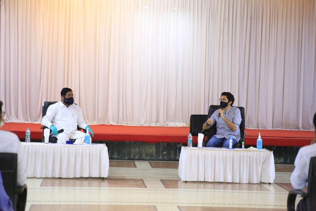 आज कल्याण येथे नगरविकास मंत्री @mieknathshinde जी यांच्या उपस्थितीत झालेल्या बैठकीत कल्याण डोंबिवली, नवी मुंबई, भिवंडी, उल्हासनगर, अंबरनाथ विभागात कोरोनामुळे उद्भवलेल्या परिस्थितीचा आढावा घेतला. https://t.co/o2178DtVX7