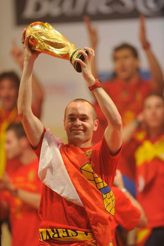 10 años de una noche histórica e inolvidable!! Recuerda que fuiste tú.. quien dibujo la primera estrella! Orgullo y admiración hacia ti papi ⭐️  #11DeJulioDe2010 #campeonesdelmundo