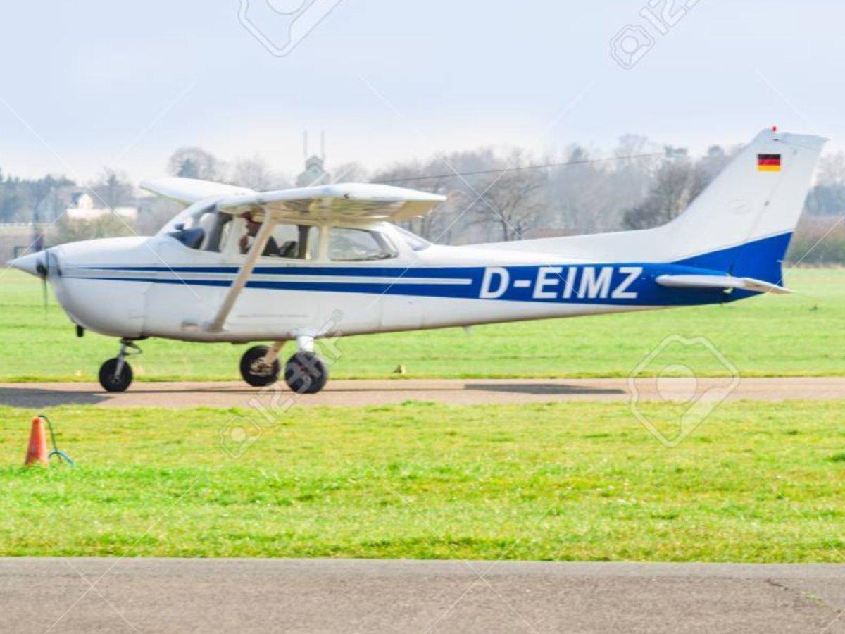 Twee vliegtuigjes botsen in Duitsland in de omgeving Dülmen/ Haltern am See op elkaar. Beide piloten gedood.#halternamsee#vliegtuigongeluk. https://t.co/Hej1KK16BW