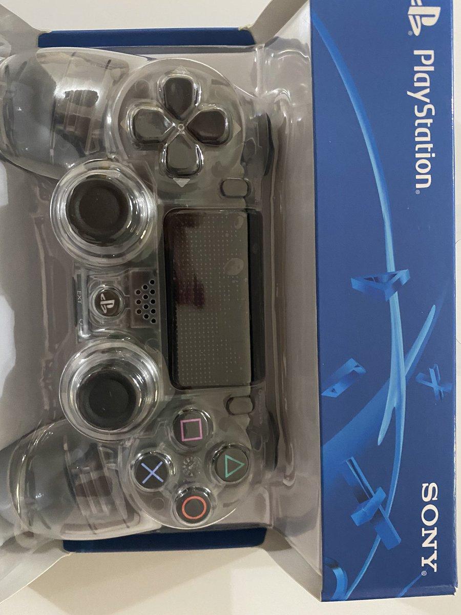 Buenas tardes @PlayStationES @SonyEspana os dejo una fotos de un mando Dualshock 4 v2 que compré en @WortenES y resultó ser una falsificación barata. Aparece vuestro nombre y logos por todas partes. #wortenestafaforespic.twitter.com/li0T8xz7jQ