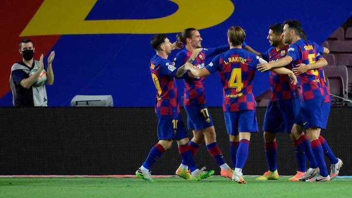 At the top...  🔵🔴 If Barcelona lose to Valladolid, Real Madrid could seal the title vs Granada on Monday.  🔴⚪️ Atlético Madrid can secure a top 4 spot with a win vs Betis if Villarreal don't beat Real Sociedad on Monday.  #LLL 🧡🇪🇸⚽️ https://t.co/PB7IVujw05