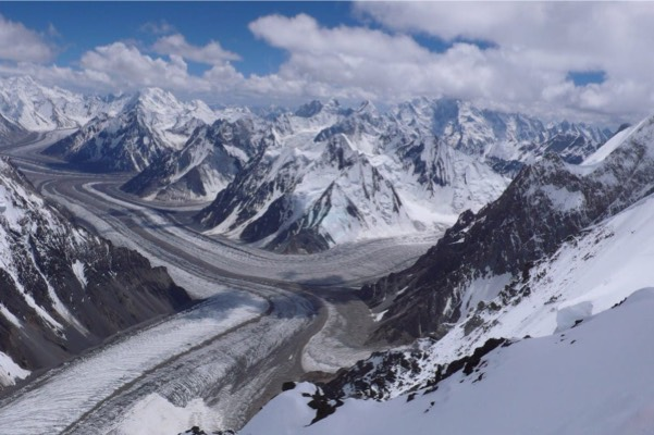 Pakistan's eastern #Karakoram, #Baltoro #Glacier is one of the #world's largest valley glaciers. Though difficult to access, it is one of the most highly trafficked regions in #Pakistan. #PeaceLovingBeautifulPak https://t.co/Cthffgvwer