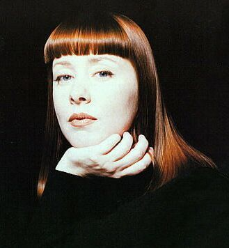 Happy Birthday goes out to Suzanne Vega born today in 1959.