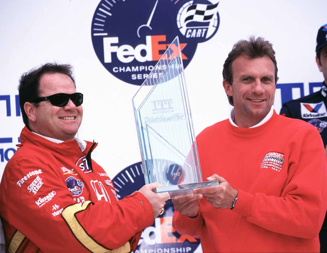 Nothing like a little Hall of Fame support at #DetroitGP! @CGRTeams had @NFL legend @JoeMontana in their corner at the 1998 @IndyCar race on Belle Isle and he presented the owner's trophy to @GanassiChip! Having @lxznr deliver on track didn't hurt either! #forzaalex  #INDYCAR https://t.co/SrRJlOEMCW