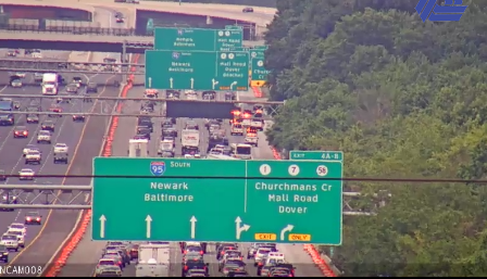 DELAWARE: I-495 south heavy heading towards Christiana because of debris blocking the right lane. @KYWNewsradio #KYWTrafficWatch