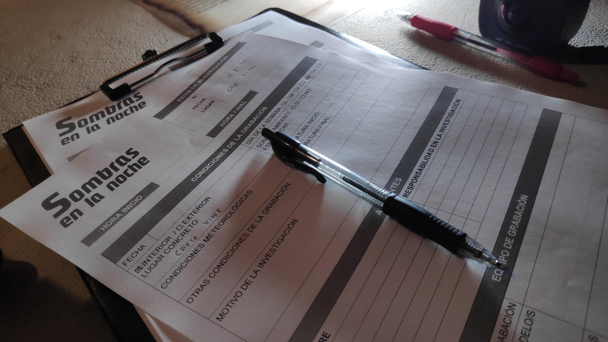 Registros por escrito del avance de la investigación. Crédito: Sombras en la noche