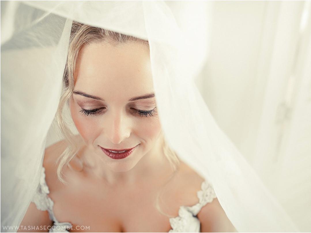I used shades of warm gold & copper brown eye shadows on this winter bride. #makeupbyme #promakeupme #airbrushmakeup #wedding #weddingmakeup #bridalmakeup #makeupartist #mua #promua #bblogger #bblog #beautyblogger #beautyblog #photoshoot #makeup #makeupblogger #makeupblogpic.twitter.com/58bMsf9AgZ