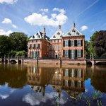 Image for the Tweet beginning: Duivenvoorde castle in Holland 🏰📌