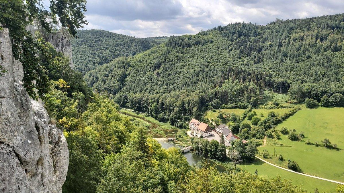 Heute ging es im Donautal nach #Beuron zur Wanderung um den #Schaufelsen mit kleinem Abstecher zur Ruine der #Burg Falkenstein. Auf dem Rückweg schauten wir noch kurz ins #Kloster Beuron. Mehr bei Insta:  #Wandern #Urlaub #BaWü #Natur #Donau