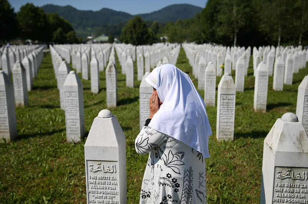 Bosnians mark 25 years since Srebrenica genocide that shocked the world https://t.co/qeGmPRVAL3 https://t.co/3BmWHQu858