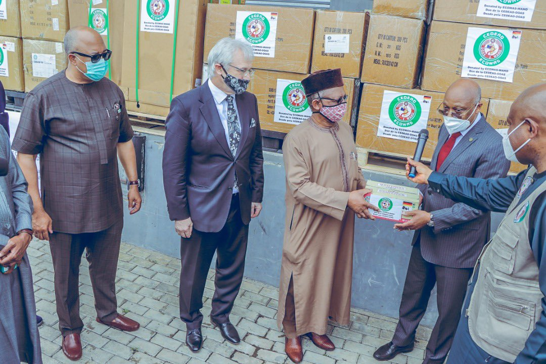 Today, we joined the Honourable Minister - @Fmohnigeria, @DrEOEhanire to receive medical supplies donated by @OoasWaho, @ecowas_cedeao & @GermanyDiplo as support to @NigeriaGov for the ongoing #COVID19 pandemic.  Partnerships for #HealthSecurity.  #TakeResponsibility https://t.co/gTmovztsUh