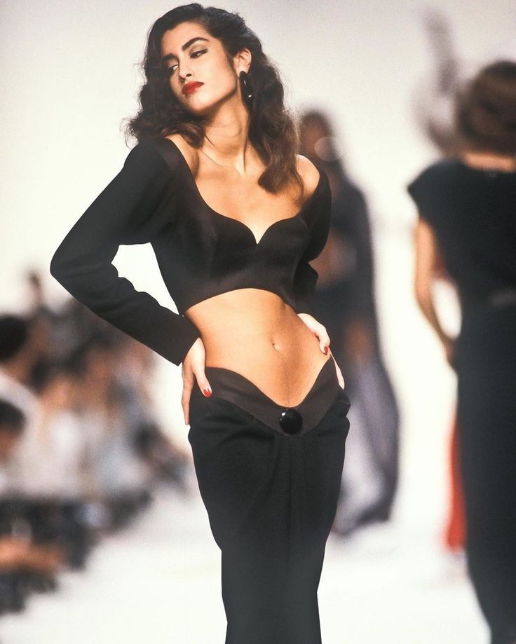 Yasmeen Ghauri for Yves Saint Laurent ready-to-wear spring/summer 1990 <br>http://pic.twitter.com/wW0WkQmfOm