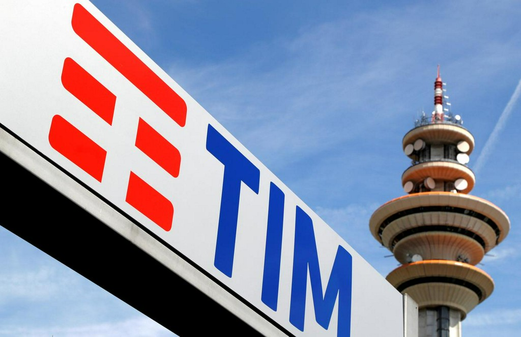 Exclusive: Italy pushes to end stalemate over single broadband network - source
