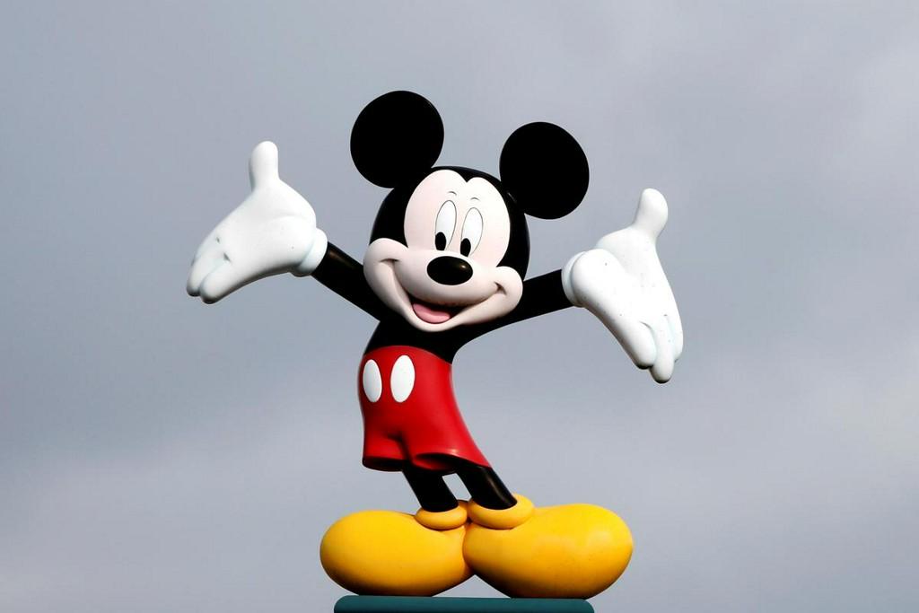 Mandatory masks, Mickey at a distance as Walt Disney World reopens https://t.co/HInIVUmALN https://t.co/HLuXcadjAr