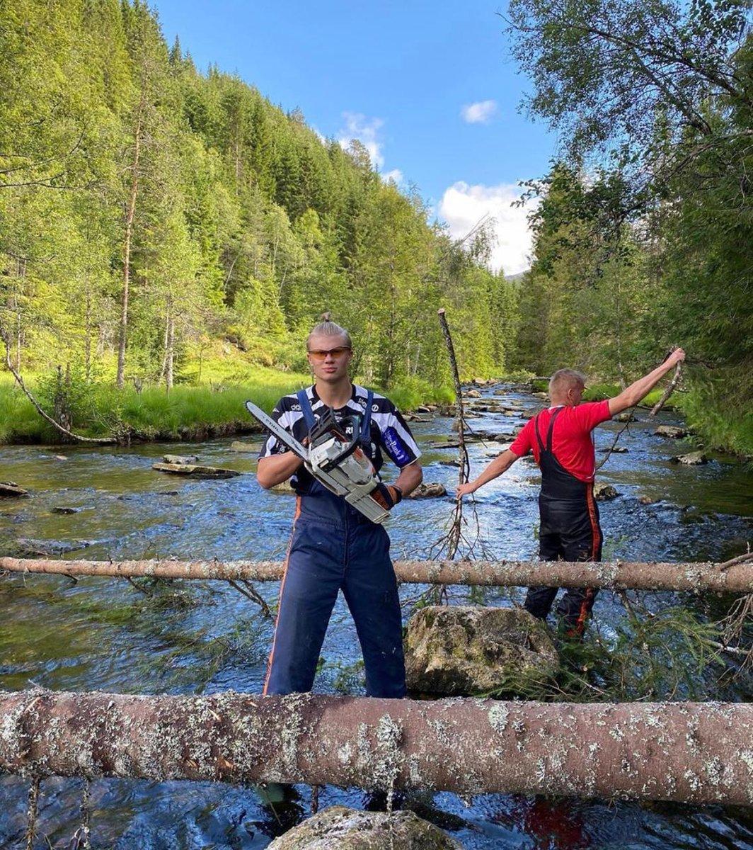 Sierra y bosque, las vacaciones de Haaland en Noruega pic.twitter.com/G2pcbM9cme