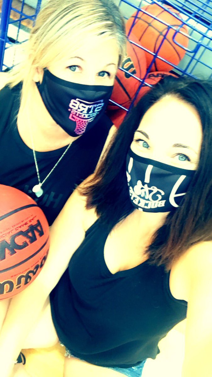 Got the Str8Buckets facemasks in stock —- $10 locally and $15 in shipped in US —-great for coaches and players —they are BREATHABLE and you can actually hear the person speaking when they are wearing them — get at me! #St8bucketsapparel 🏀🎯🔥 https://t.co/v7vnABuWqi