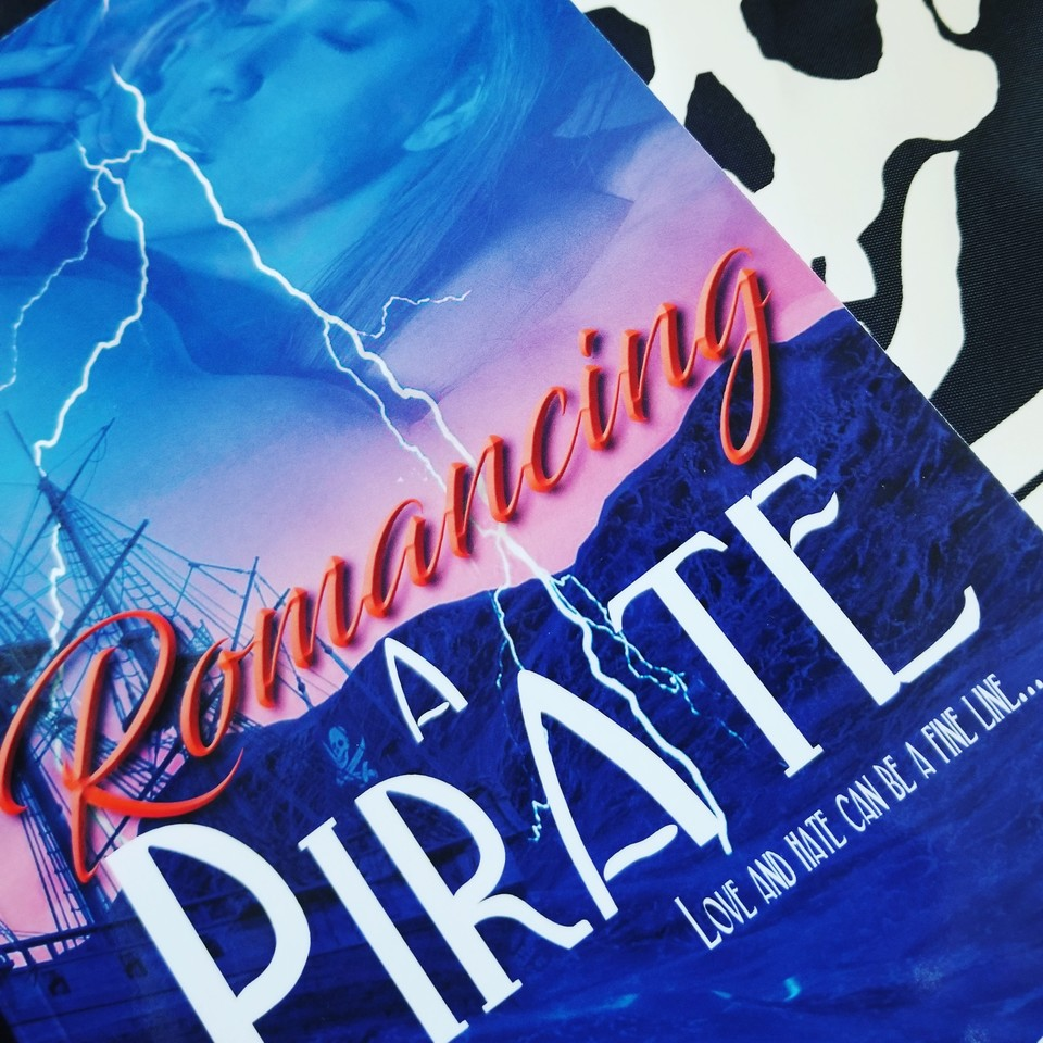 Sizzling Hot Pirates, Romance #booklover #books #romance #book #gamedev #Romance #coffee #greatreads #RomanceReaders #historicalromance #RomanceBooks #weekendread #bookbloggers #bookblogger #amediting #amwriting #HistoricalFiction #fiction #Amazon #HistFic #kindle #Historical https://t.co/mo184zfZqy