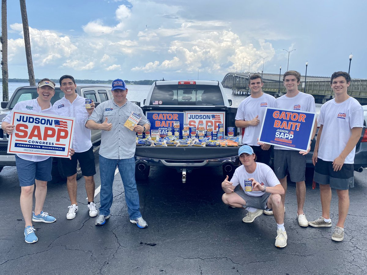 """You probably heard liberals are all worked up hating on @GoyaFoods for no good reason.   So """"tolerant"""" of them, right?  Today, we showed our support by buying lots of Goya products. Thank you Goya for not backing down to the radical Left.   #KeepAmericaGreat #GoGoya https://t.co/6Cr2nxlrEs"""