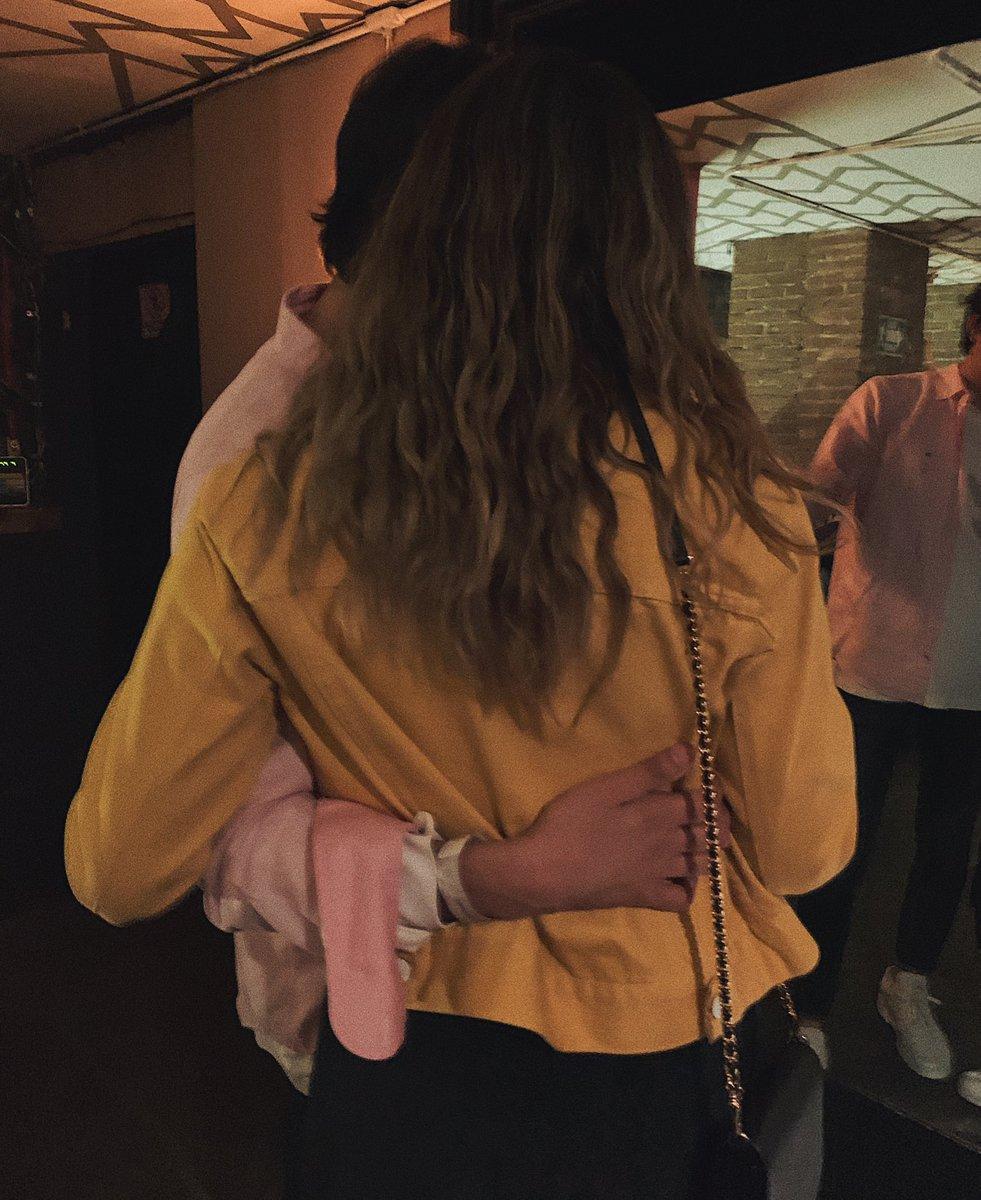 Confirmen si a las niñas les gusta que las abracen de la cintura. https://t.co/Ku3BOUSXuG